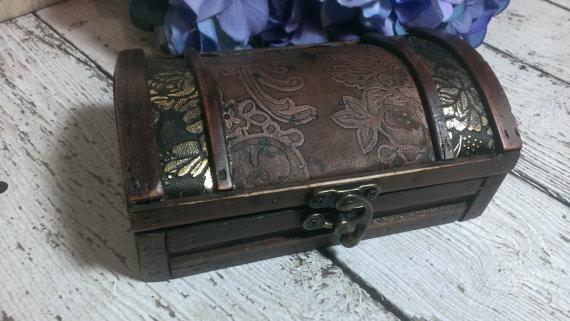 Hochzeit - Rustic wedding ring box, vintage wedding, ring pillow alternative, country wedding