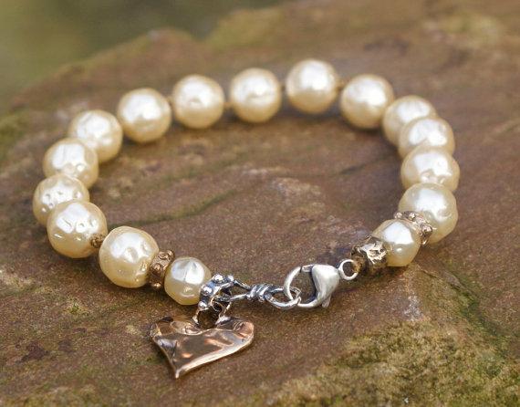 زفاف - Heart boho knotted bracelet - Pearl mixed metal bohemian chic, Mother's Day gift for her, bridal wedding jewelry