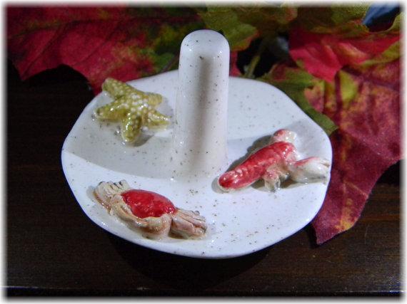 Hochzeit - Ring Dish Jewelry holder  Ceramic Dish Sea Ocean Decor  Ring bearer wedding decor Salt Life Dish crab and starfish Lobster