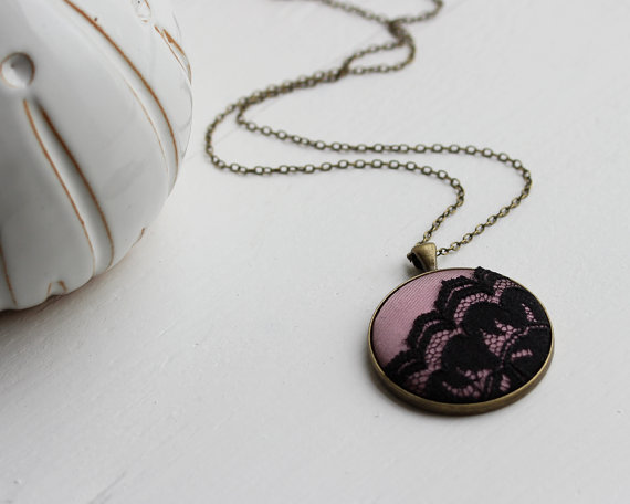 Свадьба - Rose Pink and Black Jewelry, Pink Silk, Mauve Wedding Pink Bridesmaid, Black and Pink Necklace, Gold Pink Black Lace Necklace, Metallic