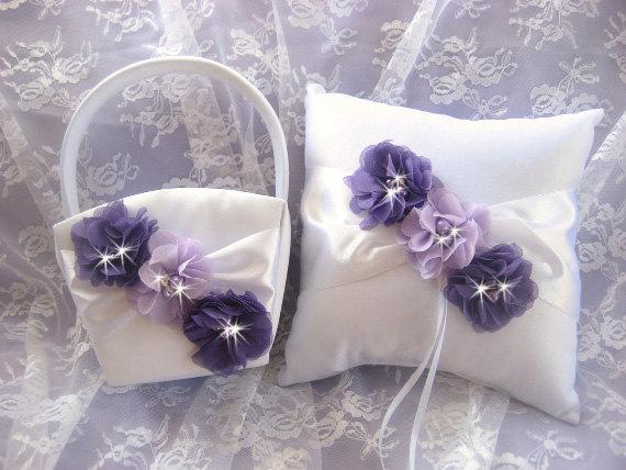 Свадьба - Flower Girl Basket Ring Bearer Pillow Set Purple and Lavender