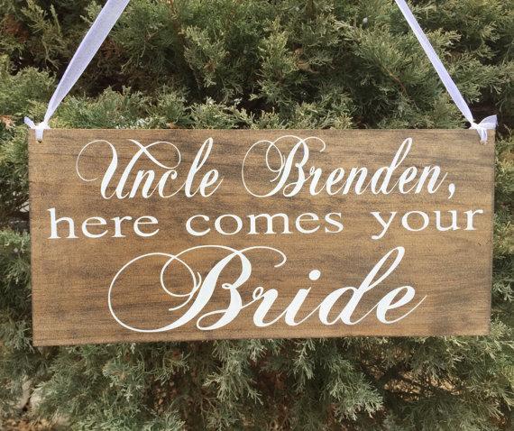 زفاف - Uncle here comes your Bride  rustic sign Ring bearer sign Flower girl sign Custom Grooms name