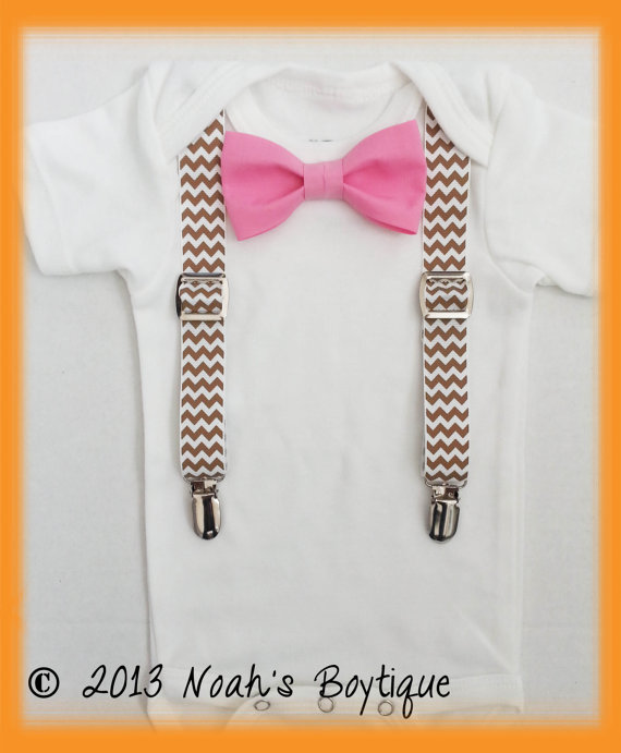 Mariage - Ring Bearer Outfit Baby Boy - Country Chic Wedding - Khaki Chevron Pink Bow Tie - Tan Chevron - Wedding Outfit Toddler - Spring Wedding Baby
