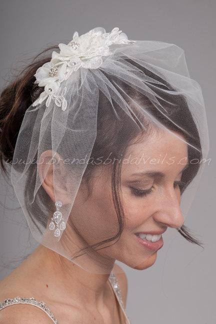"Свадьба - Bridal Veil Set, Tulle 11"" Birdcage Veil with Lace Head Piece, Wedding Veil and Paige Birdcage Fascinator"