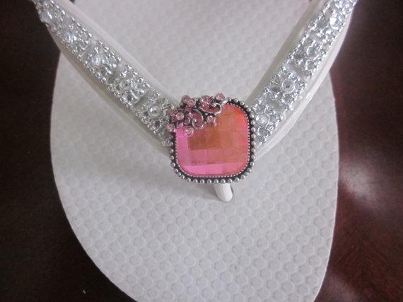 Mariage - Wedding Shoes/Flip Flops/ Wedges for Bride/Bridesmailds.White Flip Flops.Pink Rhinestone..Beach Flip Flops. Wedding Flip Flops.