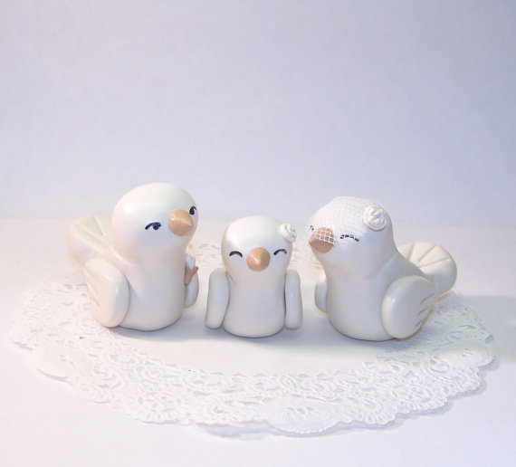 Свадьба - Lovebirds with Baby Bird Wedding Cake Topper - Trio Nuzzling Family - Shown with Baby Girl Bird - Fully Customizable - Choice of Colors