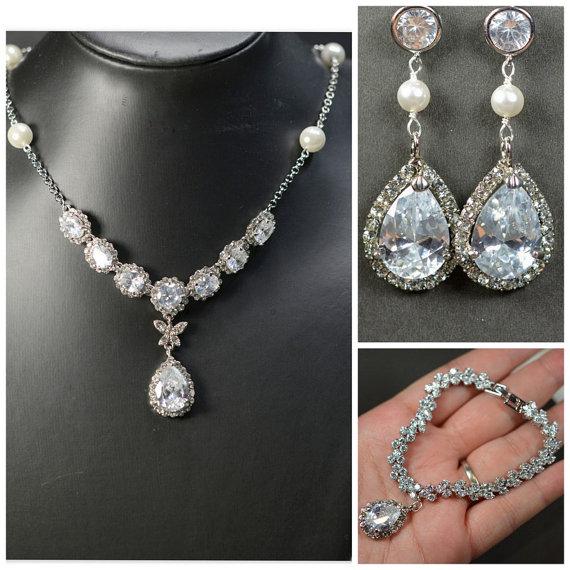 Hochzeit - Bridesmaid gifts ,Wedding Jewelry Bridesmaid Jewelry Bridal Necklace Bridesmaid Necklace Clear White swarovski Crystal flower drop Necklace