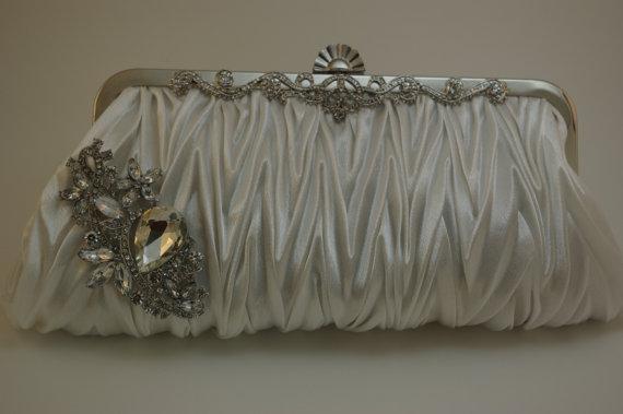 زفاف - Crystal Bridal Clutch - White Satin Bridal Handbag with Crystal Brooch - White Satin Formal Evening Bag - Vintage Inspired - White Wedding