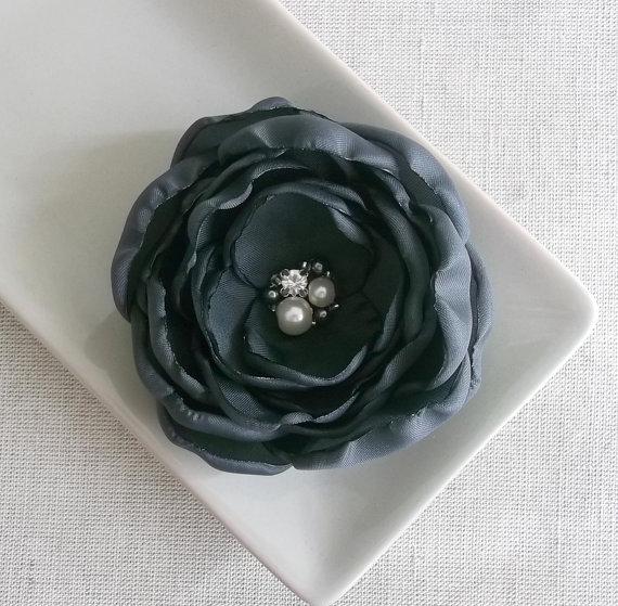 Свадьба - Charcoal dark grey flower Bridal hair dress accessories, Bridesmaids hair bobby pin alligator clip charcoal shoe clip, Pearls Crystals Girls