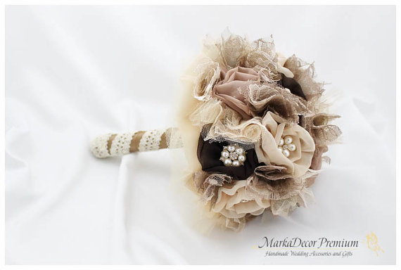 Mariage - Medium Wedding Custom Brooch Bouquet Bridal Bouquet Bridesmaids Jewelled Flower Beaded Bouquet in Champagne, Latte and Brown Chocolate