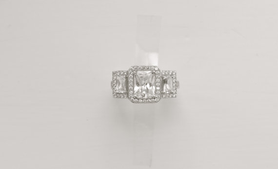 Mariage - 1.75 Carat Emerald Cut Engagement Ring in 14K White Gold, Emerald Baguette, Three Stone Engagement Ring, 3 Ct Promise Ring, Wedding Ring,