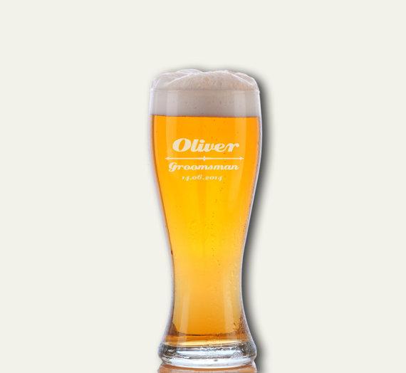 Свадьба - 4 Personalized Beer Glasses, Groomsmen Gifts, Wedding Party Favors, Groomsmen Gifts, Custom Pilsner, Will You be My Groomsman, Beer Mugs