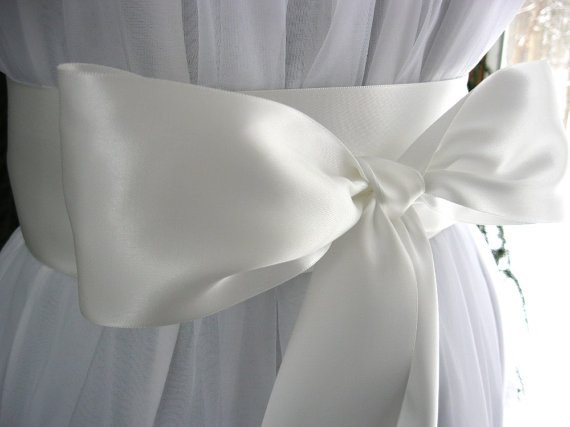 Mariage - Off white wedding sash, bridal sash, bridesmaid sash, bridal belt, dress sash, gown sash, 3 inch satin