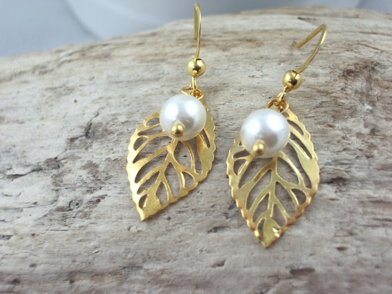 Mariage - Gold Earring leaf and white pearl bridal jewelry  drop dangle earrings bridesmaid
