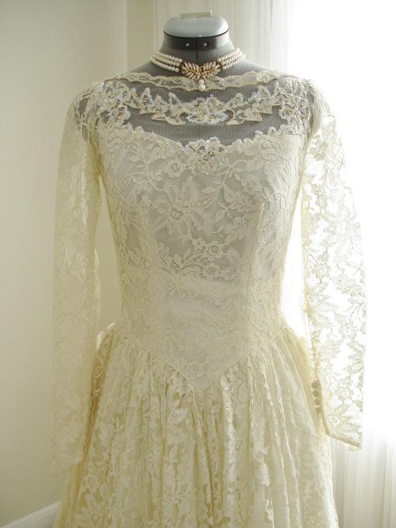 زفاف - Vintage Wedding Dress Lace and Soft Taffeta Skirt with Swag Hips and Full Train