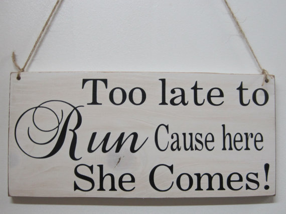 Mariage - Rustic Wedding Sign Too Late To Run Cause Here She Comes Ring Bearer Flowergirl Ceremony Country