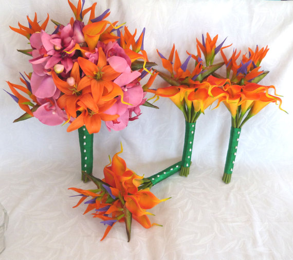 Mariage - Tropical wedding bouquet matching boutonnieres orange fuchsia pink tropical bouquets