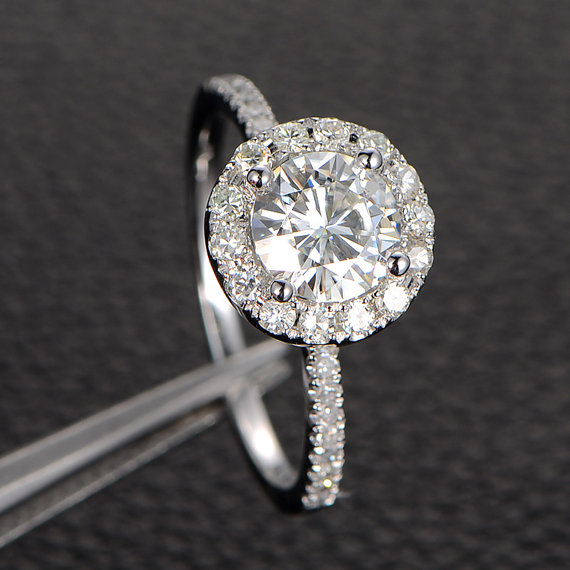Mariage - 6.5mm Moissanite Engagement Ring Solitaire with Accents,Halo Round Cut,14K White Gold