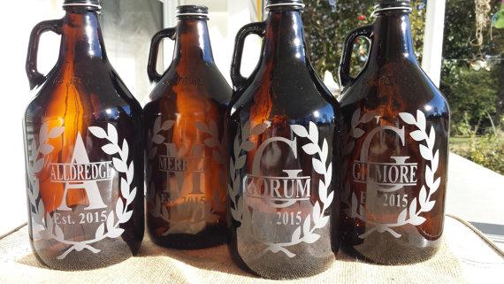 Mariage - Engraved beer growler, custom homebrew beer growler, personalized growler,growler family name, groomsmen gift, wedding gift, anniversary