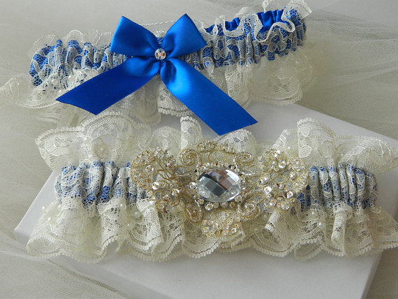 Mariage - Wedding Garter Set,Bridal Garter Set Ivory Chantilly Lace And Royal Blue With Chiffon  Applique