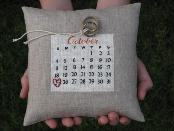 Mariage - a custom calendar ring pillow... choose your date