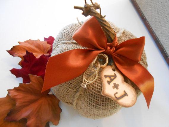 Mariage - Burlap Pumpkin Ring Bearer Pillow / Fall Wedding / Wedding Decor / Wedding Supplies / Burlap Wedding / Ring Bearer Pillow / Wedding Pillow