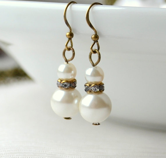 Свадьба - Ivory Rustic Weddings Bridesmaids gift Vintage looking wedding jewelry of earrings Wedding party Czech glass Crystal jewelry Antiqued style
