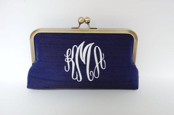 Свадьба - Custom personalized bride ,bridesmaid clutch ,wedding gift idea, bridesmaid gift, Bridesmaid purse