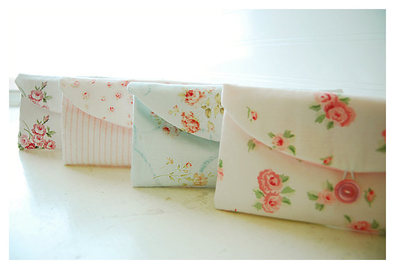 Свадьба - Shabby Chic Set of 3, 4, 5, 6, Bridesmaid Gift Set, Bridesmaid Clutch Set, Wedding Party Favor Shabby Chic gift for her, makeup bag, travel