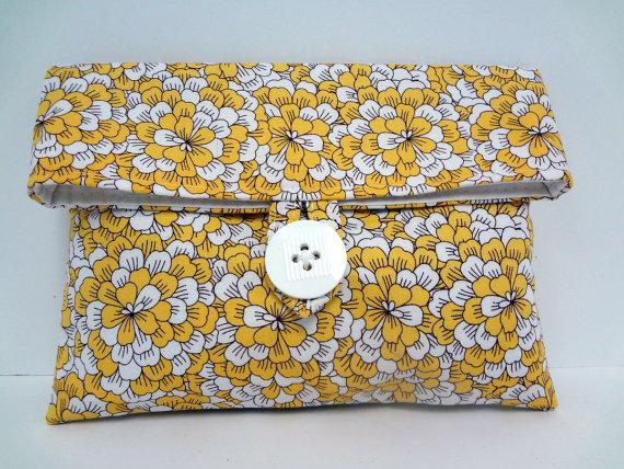 Свадьба - READY TO SHIP Yellow Floral Wedding Clutch with White Interior Makeup Bag Mother of the Bride Gift Maid of Honor Gift