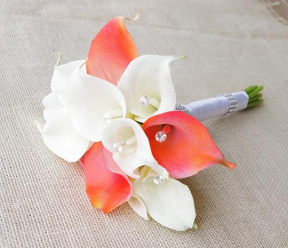 Mariage - Silk Flower Wedding Bouquet - Medium Coral or Peach Calla Lilies Natural Touch with Crystals Silk Bridal Bouquet