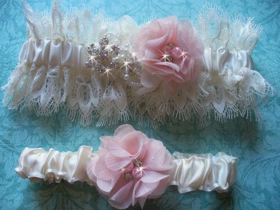 Свадьба - Soft Ivory Venise Lace Wedding Garter Set, Wedding Garter Belt, Bridal Garter, Rhinestone Garter, Wedding Garter with Blush Chiffon Flowers