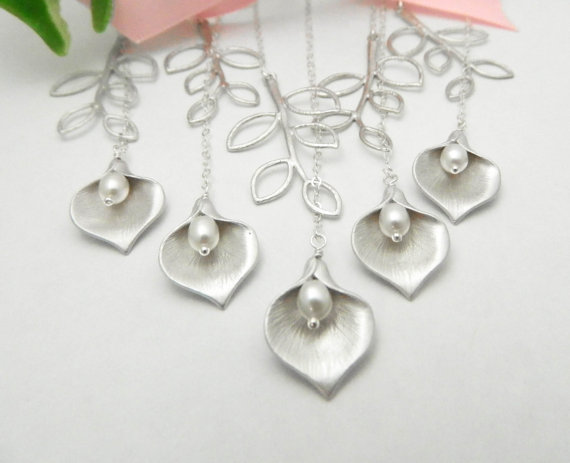 Свадьба - Bridesmaid Jewelry, Bridal Calla Lily Necklace, Bridesmaid Gift Set of 5, Wedding Gift, Bridesmaid Necklace