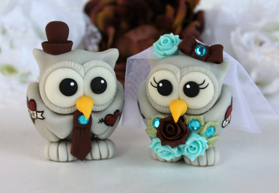 Mariage - Tattoo wedding cake topper, tattooed owl bride and groom, chocolate turquoise wedding with banner