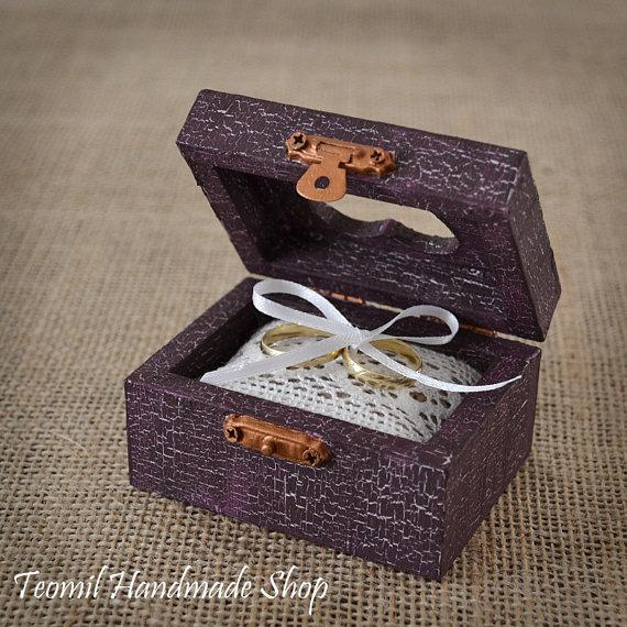 Mariage - Wedding Ring Box, Ring Bearer , Alternative Ring Pillow, Rustic, Vintage style in Purple color
