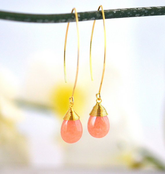 Mariage - Simple Peach Drop Earrings. Dangle Earrings. Long Drop Earrings. Simple Earrings. Bridesmaid Gift.  Wedding Jewelry. Peach Jewelry. Bridal.