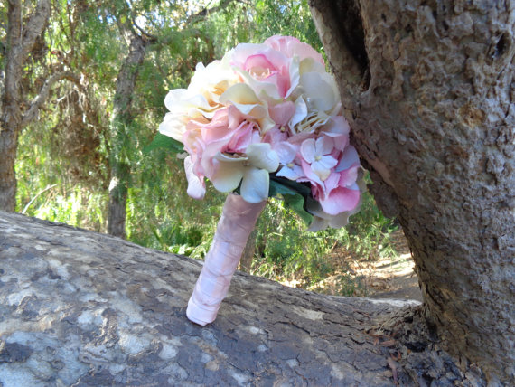 Mariage - Bridesmaid bouquet in ivory and pink blush