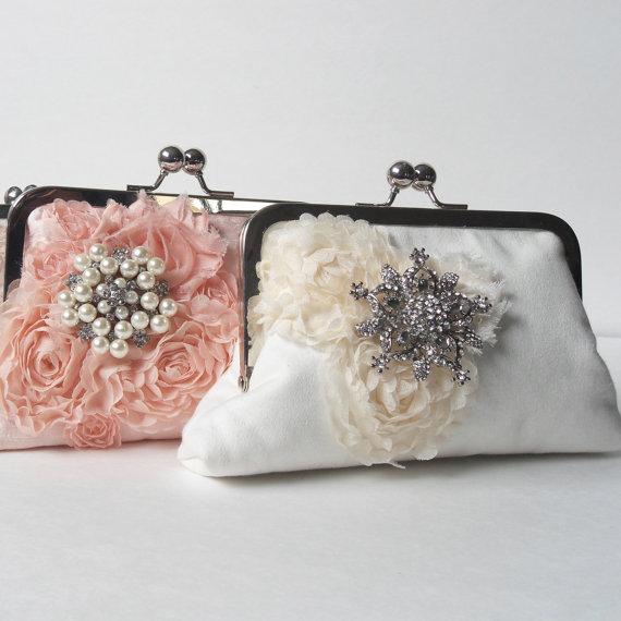 Свадьба - Bridal clutch with brooch,  wedding clutch, evening clutch, ivory fabric flower clutch, Shabby Chic wedding, metal framed bag, bridal bag