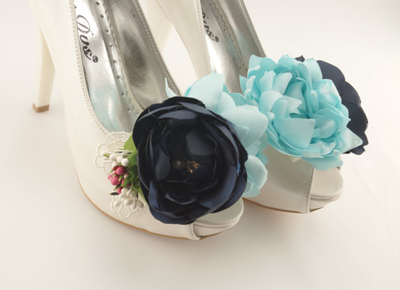 Свадьба - Vintage inspired bridal shoe clips satin bridal shoe clips shoe jewelry flower shoe clips bridal shoe clips