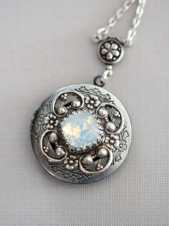Mariage - Moonstone Locket, Silver Locket,Jewelry,Necklace, Birthstone Locket, Rhinestone Locket,Flower,Wedding Necklace,bridesmaid,under the moon
