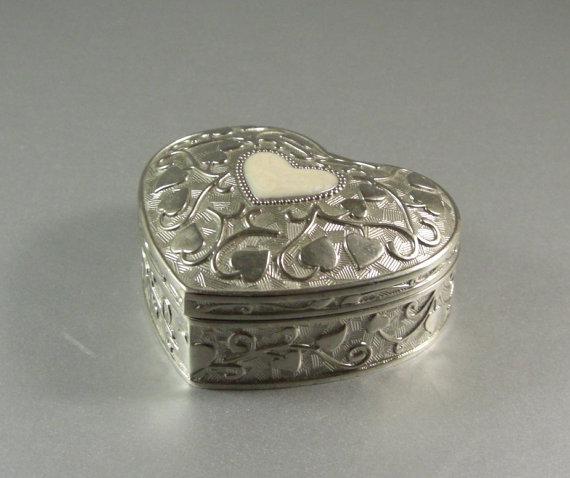 Mariage - Silverplated Heart Shaped Hinged Casket / Wedding Ring Box / Trinket / Keepsake / Jewelry / Stash