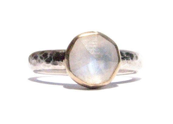 Свадьба - Rainbow Moonstone Ring - 14k Solid Gold & Silver Ring - Rose Cut Ring - Stacking Ring - Gemstone Ring - Engagement Ring - MADE TO ORDER.
