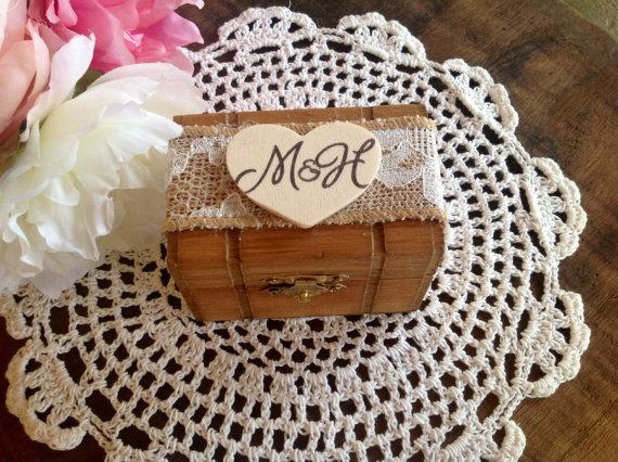 زفاف - Rustic Ring Bearer Pillow, Box, Personalized.
