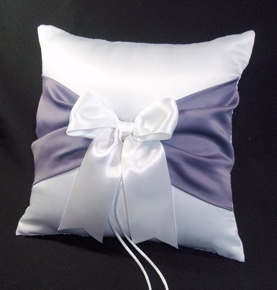 زفاف - Victorian Lilac Accent  White  or Ivory Wedding Ring Bearer Pillow