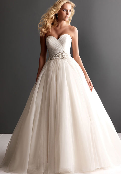 Ruched strapless tulle ball gown wedding dress cheap for Budget wedding dresses uk