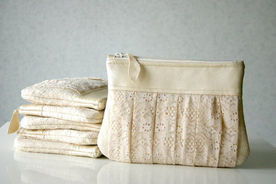 Mariage - 6 Bridesmaid lace clutch bags, wedding clutch, ruched lace clutch, Bridesmaids gifts, Pleated lace, Pearl effect leather Choose your colour