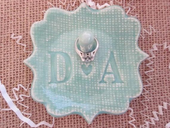 زفاف - Mr and Mrs  ring holder, gift for Bridal shower, wedding, engagement, birthday, ceramic pottery