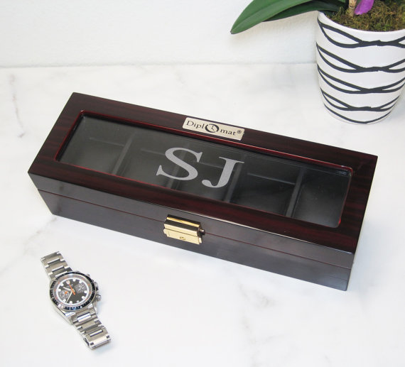 Hochzeit - Personalized 5 Piece Glossy Wood Watch Box with see through top. Makes a perfect Groomsmen gift, Fathers Day Gift, Valentines Gift,