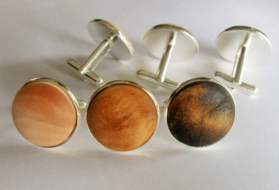 Hochzeit - REAL WOOD CUFFLINKS // Domed // Rustic Wedding // Country Wedding // Groomsmen Gift // Carpenter Gift // Choice of Color // Cuff Links