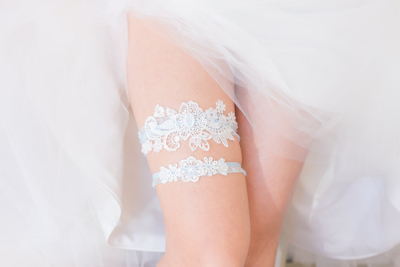 Mariage - Something Blue - Wedding Garter Set, Wedding Garter, White Lace, Blue lace band, Bridal Shower Gift, Lingerie